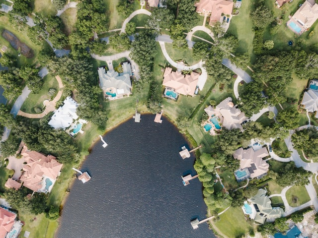 Aerial view of homes set on a lake